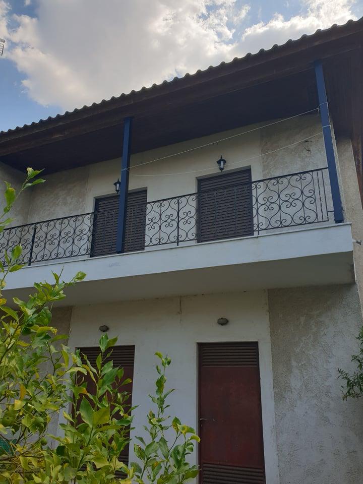 Πωλείται οικόπεδο 680τμ με διώροφη οικία
