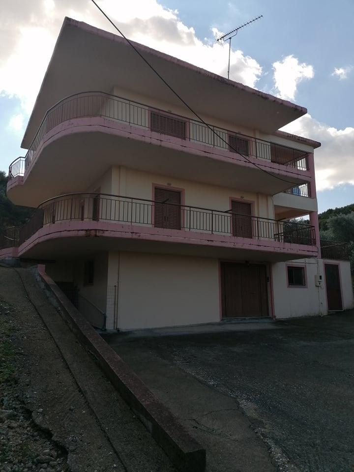 Πωλείται τριώροφη οικία 172τμ στο Λεσίνι Αιτωλοακαρνανίας