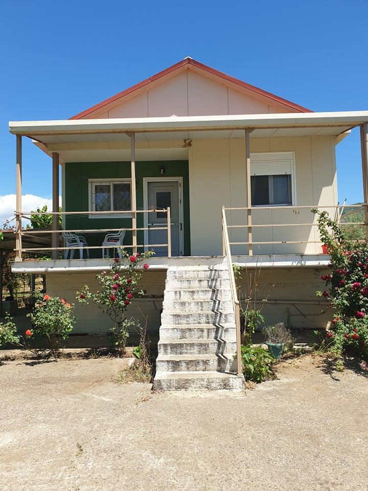 Ενοικιάζεται επιπλωμένη μονοκατοικία 75τμ σε οικόπεδο 1,5 στρεμμάτων στην περιοχή Ζεστή Μεσολογγίου